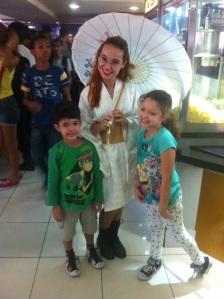 Crianças fofas que pediram pra tirar foto comigo...